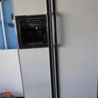 Hot point frigerator 27 cf 2 doors for sale in Copperas Cove TX by Garage Sale Showcase Member Possum
