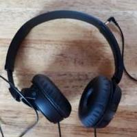 Headphones for sale in Jamestown TN by Garage Sale Showcase member Daniel1117, posted 12/25/2018