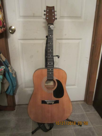 Mark !! Full Size Acoustic guitar for sale in Mena AR