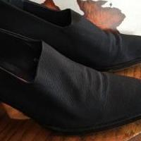 Donald Pliner black shoes 61/2m for sale in Edmond OK by Garage Sale Showcase member Loveshoes, posted 03/14/2019