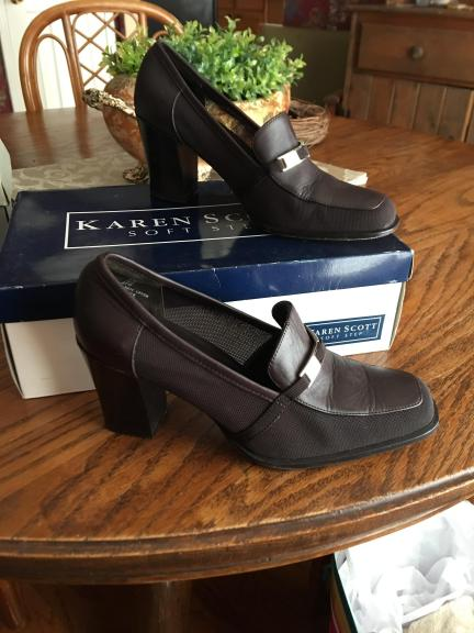 Dark Brown shoes size 6m.  Leather Upper and leather soles. Like new. Size 6M for sale in Edmond OK