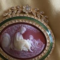 Cameo pin for sale in South Burlington VT by Garage Sale Showcase member Aprilgirl, posted 03/27/2019