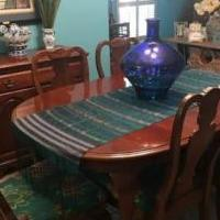 Broyhill Dining Room Set for sale in Murfreesboro TN by Garage Sale Showcase member JayeK, posted 02/13/2019