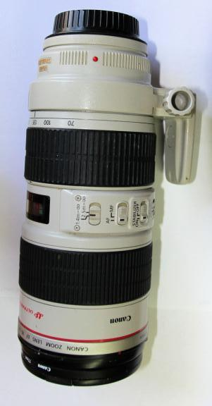Canon zoom 70-200 mm lens IS 1 :2.8 L for sale in Clifton Heights PA