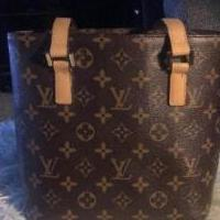 Louis Vuitton great quality replica for sale in Poughkeepsie NY by Garage Sale Showcase member Aglow85, posted 04/12/2019
