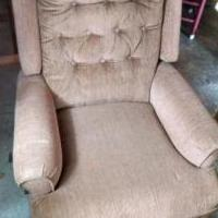 Recliner for sale in Coon Rapids MN by Garage Sale Showcase member Scott Byrkit, posted 03/18/2019