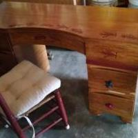 Desk and chair for sale in Coon Rapids MN by Garage Sale Showcase member Scott Byrkit, posted 03/18/2019