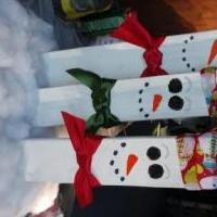 Wooden snow family for sale in Inverness FL by Garage Sale Showcase member Bestoy2002, posted 12/10/2018