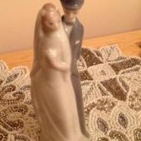Porcelain TopHat Bridal Couple for sale in Huntley IL by Garage Sale Showcase member forever2, posted 03/13/2019
