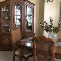 Dining room set for sale in Fort Myers FL by Garage Sale Showcase member WALKIN01Taylor10!, posted 10/14/2018
