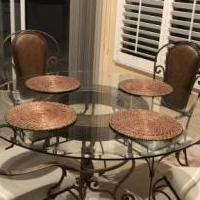Kitchen set for sale in Fort Myers FL by Garage Sale Showcase member WALKIN01Taylor10!, posted 10/14/2018