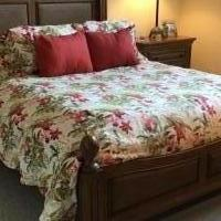 Queen bedroom set for sale in Fort Myers FL by Garage Sale Showcase member WALKIN01Taylor10!, posted 10/14/2018