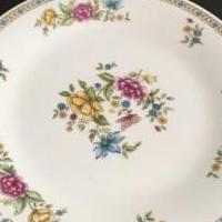 Dinners plates for sale in Richboro PA by Garage Sale Showcase member thanhmcg, posted 08/16/2019