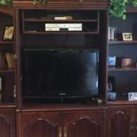 Wall unit bookcase for sale in Pinckney MI by Garage Sale Showcase member Abbysmom, posted 05/31/2019