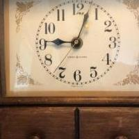 Electric wall clock ( vintage) for sale in Wildwood NJ by Garage Sale Showcase member Bella, posted 07/10/2019