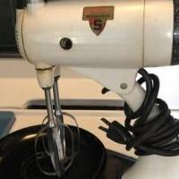 Vintage hand mixer for sale in Wildwood NJ by Garage Sale Showcase member Bella, posted 07/10/2019