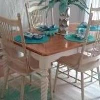 Country Dining Room Set for sale in Glen Burnie MD by Garage Sale Showcase member cmitchell93, posted 06/02/2019