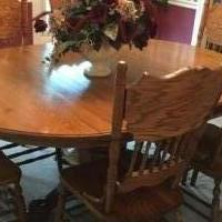 Oak dining table and 6 chairs for sale in Greenbrier TN by Garage Sale Showcase member NLHorton, posted 05/07/2019