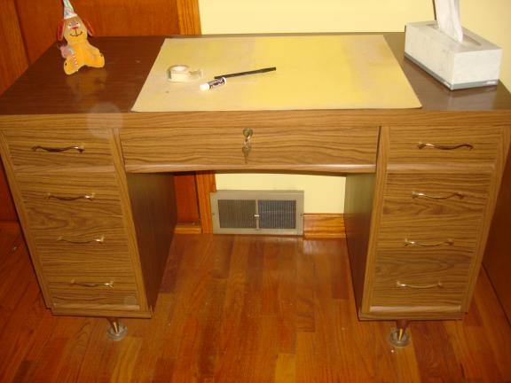 Wood desk with locking drawer for sale in Saint Marys PA