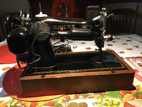 Singer Sewing Machine for sale in Bradner OH