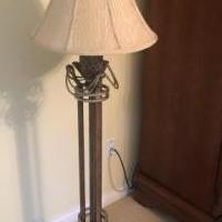 Floor lamp for sale in Carmel IN by Garage Sale Showcase member 16schwe, posted 06/15/2019