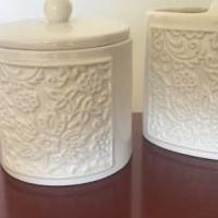 Bathroom set of 2 for sale in Wallington NJ by Garage Sale Showcase member Ericadeste87, posted 05/26/2019