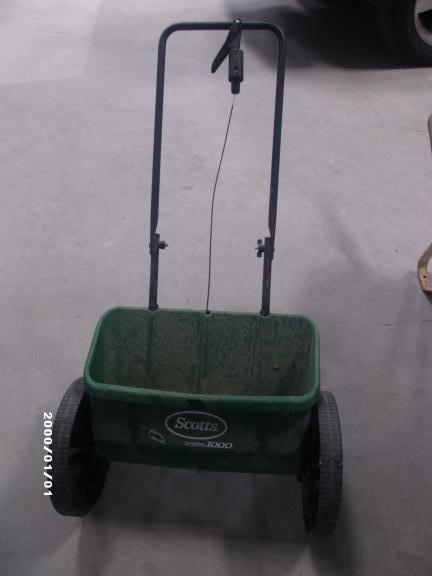 SCOTTS LAWN SPREADER for sale in Lincoln County NV