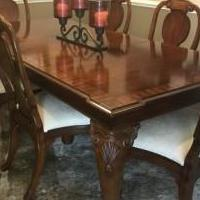 Dining Room Table and 6 chairs for sale in Elgin IL by Garage Sale Showcase member legitt, posted 05/26/2019
