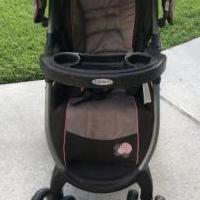 Baby stroller for sale in Brunswick GA by Garage Sale Showcase member Leshc09251929, posted 06/27/2019