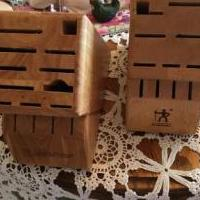 Wood block for knives for sale in Montrose CO by Garage Sale Showcase member cjmckfour54, posted 05/25/2019