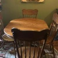 Oak Kitchen Table for sale in Ballston Spa NY by Garage Sale Showcase member Jessk413, posted 09/27/2019