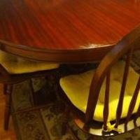 Round dining table with 4 chairs and leaf extention for sale in Naples FL by Garage Sale Showcase member florespcfix, posted 10/24/2019