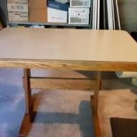 Oak kitchen table & 4 chairs for sale in Schoharie NY by Garage Sale Showcase member bchucka, posted 08/28/2019