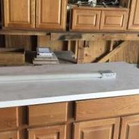 Kitchen cabinet set for sale in Angleton TX by Garage Sale Showcase member Vane Martinez, posted 09/17/2019