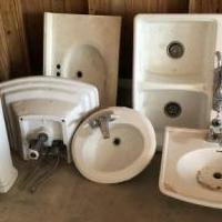 Kitchen and bath sinks for sale in Angleton TX by Garage Sale Showcase member Vane Martinez, posted 09/17/2019