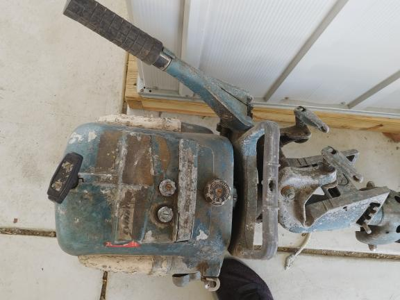 2 old Evenrude outboard motors 10 up & 25 up ?