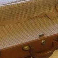 Samsonite Vintage Suitcase for sale in Jasper AL by Garage Sale Showcase member connieandbuckshot, posted 10/21/2019