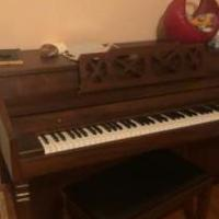 Whitney Piano for sale in Magnolia AR by Garage Sale Showcase member Rft830, posted 11/19/2019