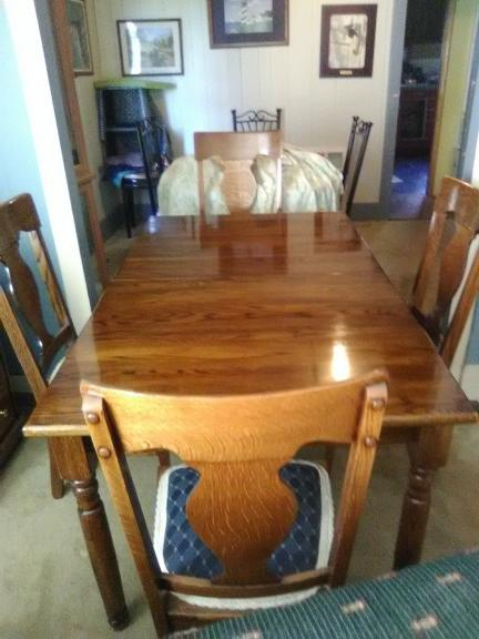 Solid Oak dining Rm Table & chairs  Absolutely Beautifull