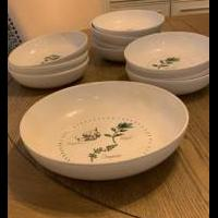 Pasta bowl set for sale in Matawan NJ by Garage Sale Showcase member Lppflug, posted 08/30/2020