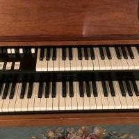 Hammond organ for sale in Boivar NY by Garage Sale Showcase member Sueann, posted 09/30/2020