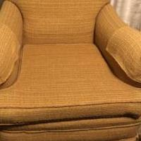 Arm chair for sale in Boivar NY by Garage Sale Showcase member Sueann, posted 09/30/2020