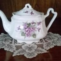 Arthur Wood & Son Teapot for sale in Beaver PA by Garage Sale Showcase member Doowopper, posted 07/17/2020
