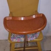 BABY HIGH CHAIR for sale in Saint Joseph MI by Garage Sale Showcase member kpatzkowsky, posted 09/10/2020