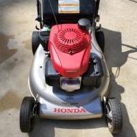 Honda Lawn Mower - Model HRR2169VKA for sale in Pinehurst NC by Garage Sale Showcase member jmcnealjr, posted 06/07/2020