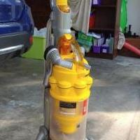 Dyson vacumm cleaner for sale in Southern Pines NC by Garage Sale Showcase member Iluvthebeach, posted 08/01/2020