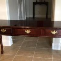 Bedroom Table for sale in Hutto TX by Garage Sale Showcase member jawalling, posted 05/10/2020