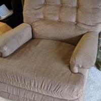 Recliner for sale in Rahway NJ by Garage Sale Showcase member akimmelman, posted 03/01/2021