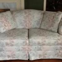 Love Seat for sale in Tiffin OH by Garage Sale Showcase Member Garage Sale George