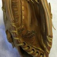 Baseball Glove for sale in Trinity FL by Garage Sale Showcase member jdelancey, posted 07/15/2018